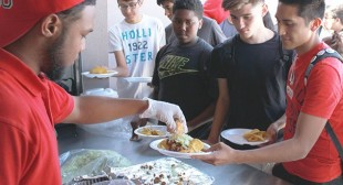 Lynwood High students get after-school meals with activities