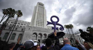 Stevie Wonder performance caps emotional Prince tribute at LA City Hall