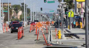 In feud with water district, Carson suspends project snarling traffic on main thoroughfare